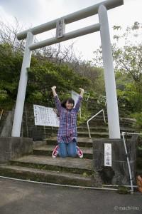 大熊龍王神社鳥居ジャンプ写真