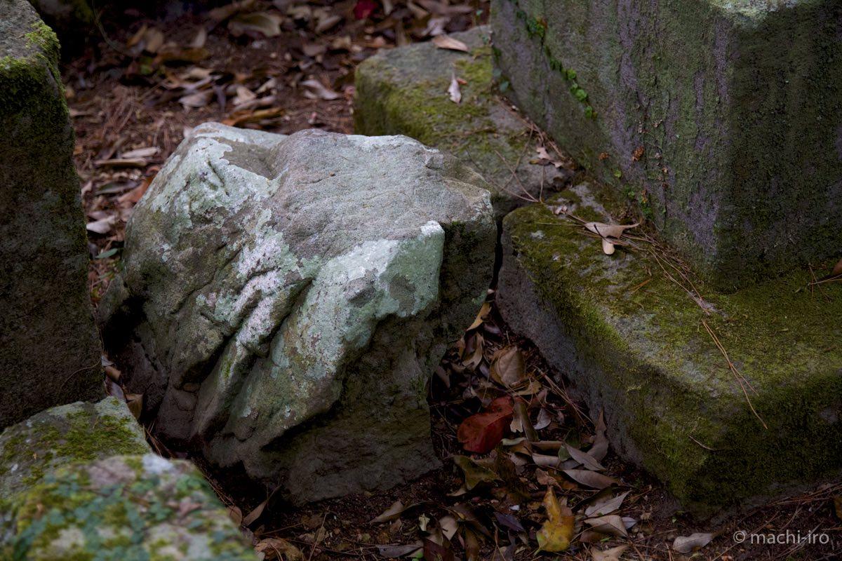 按司の墓碑