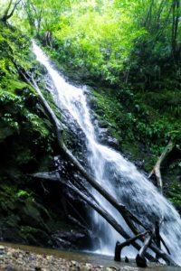 安念勝(アネンガチ)の滝