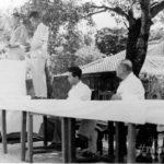 群島政庁時代(写真中央:大津市長)