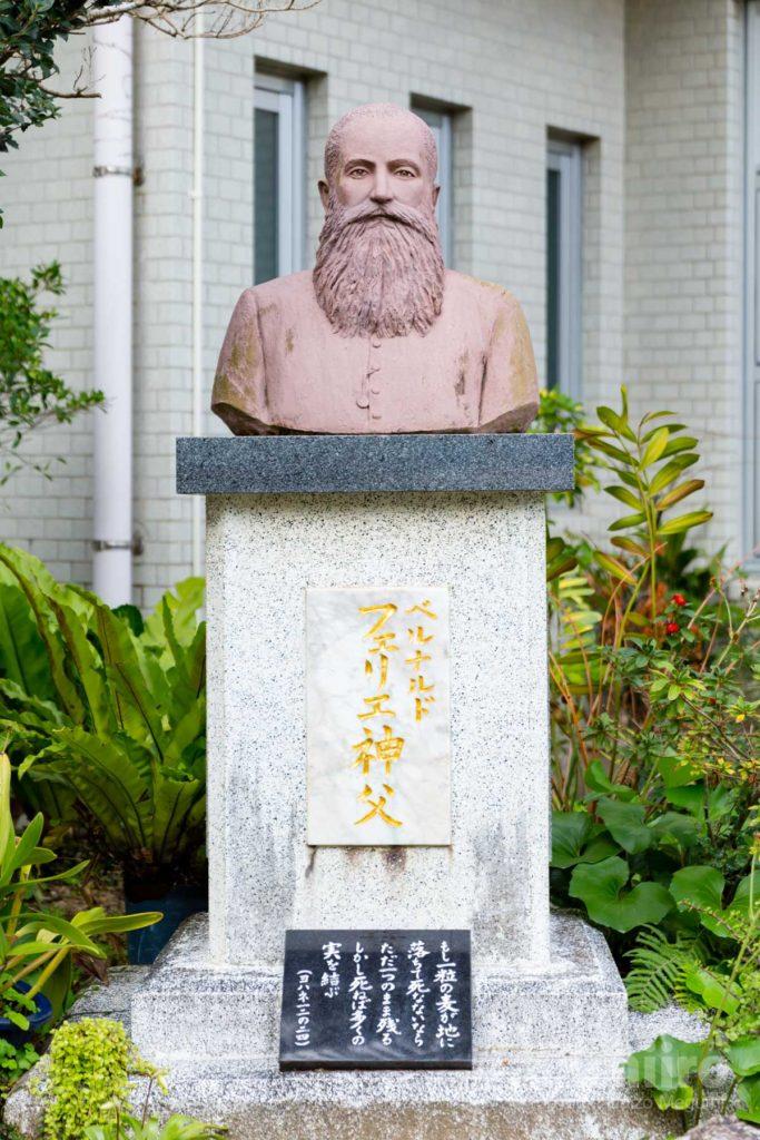 名瀬聖心教会 フェリエ神父 写真