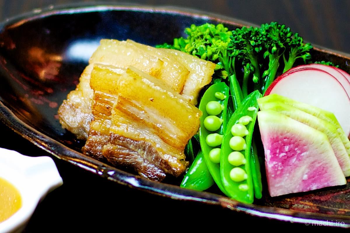 炙り塩豚と中野ファームの春野菜 ー柚子酢味噌添え