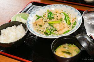 宇検食堂 肉ニラ定食 写真