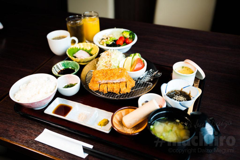 ホテルニュー奄美 レストラン南風  とんかつ定食