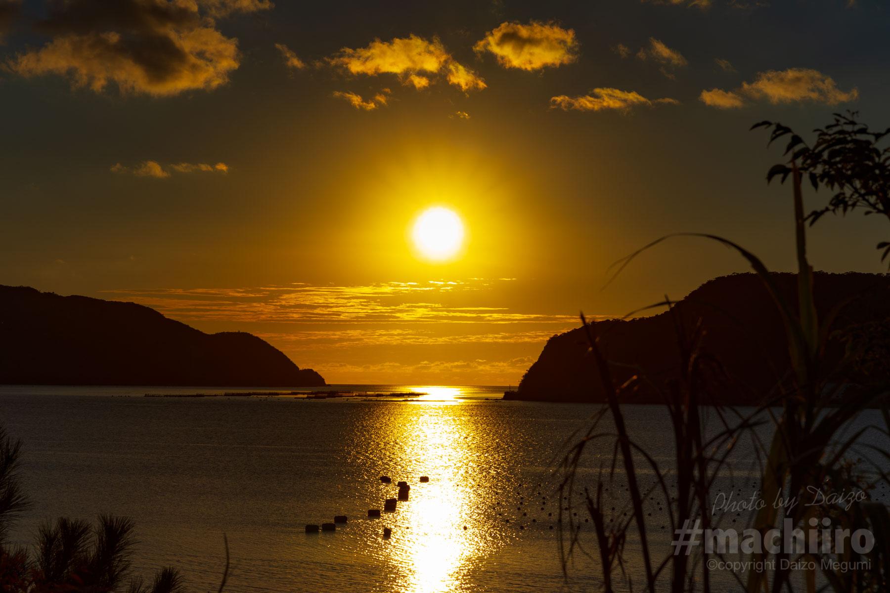 焼内湾に沈む夕日写真