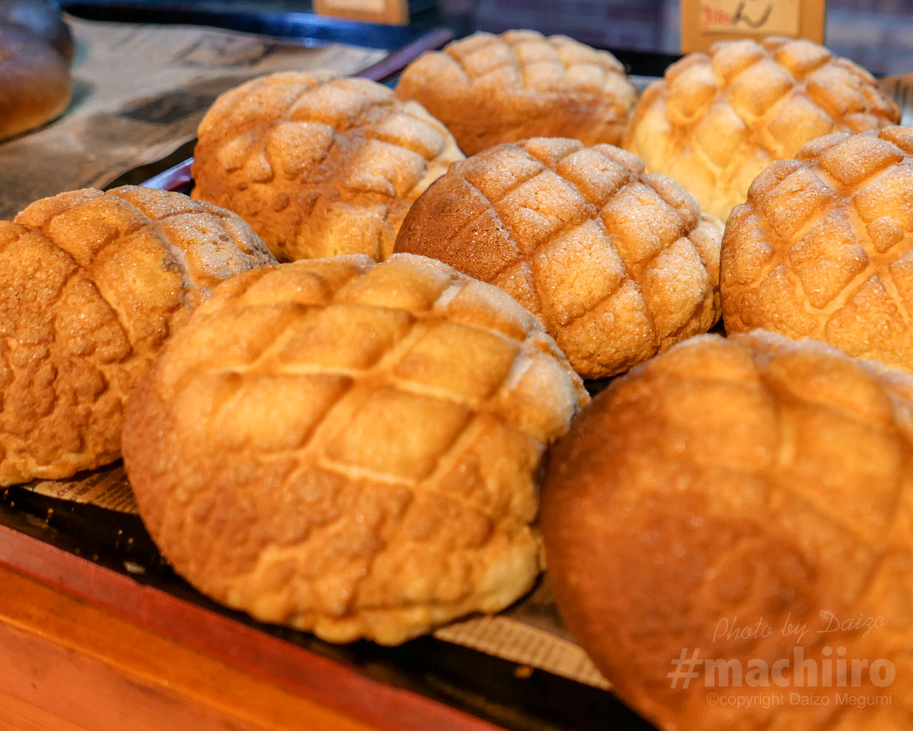 パン工房 麦の実 薪の石窯焼パン 焼き立てメロンパンの写真 マチイロ撮影