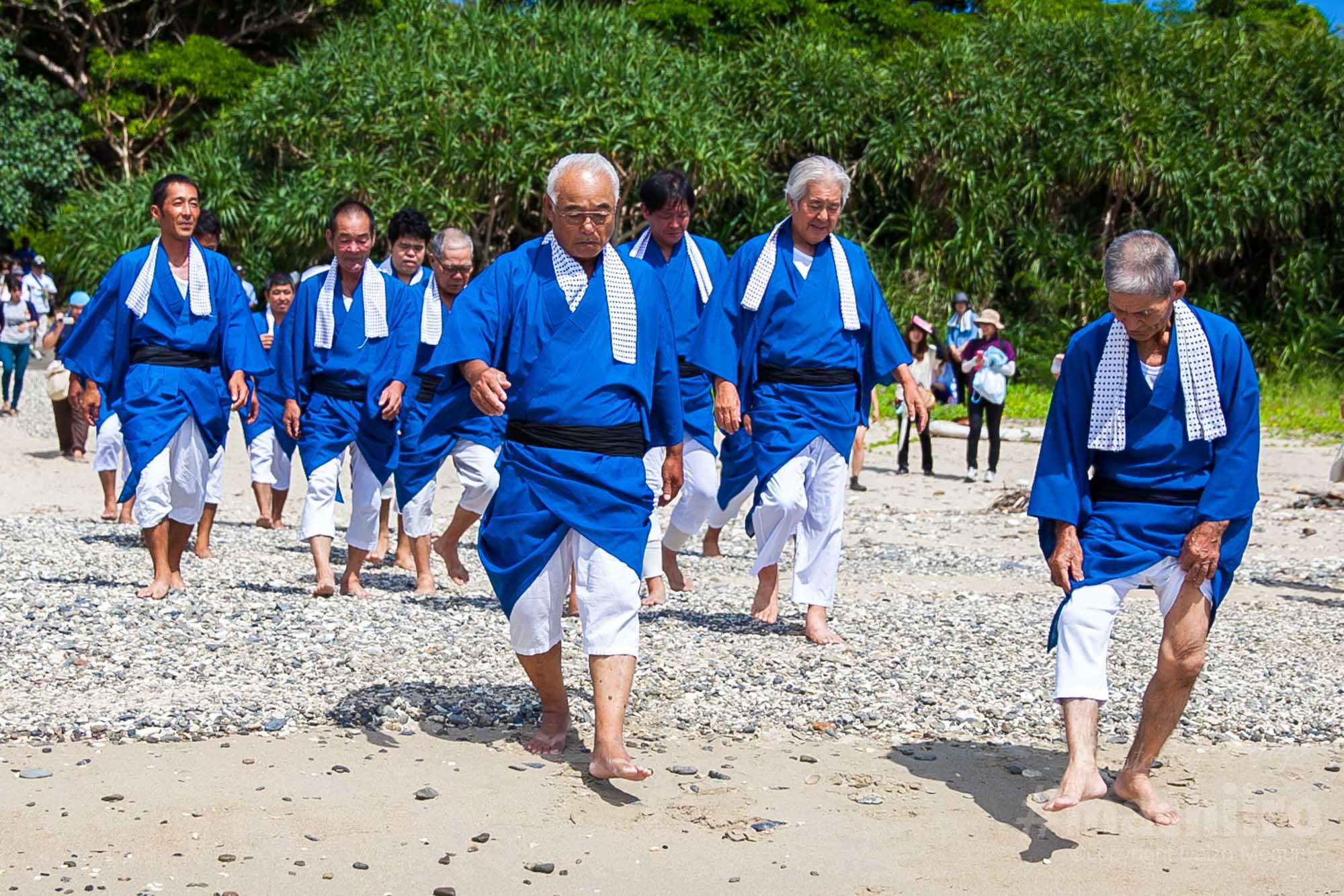 歩きすととうだひでひとの奄美探訪 諸鈍シバヤ 平家落人伝説 Machiiro 2